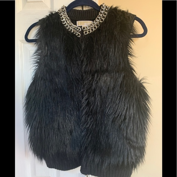 MK Beautiful vest with silver chain collar